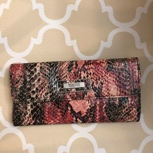 Kenneth Cole Reaction Wallet NWOT lots of space